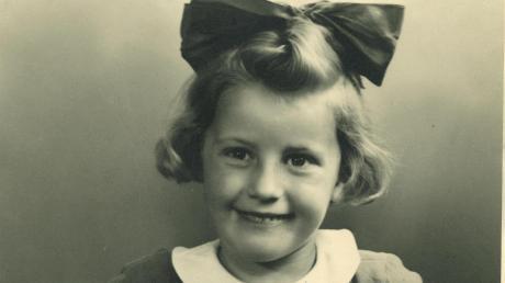 Jossy Bosch, damals noch Schiefele, wurde 1940 in Füssen eingeschult. 1946 zog sie mit den Eltern nach Krumbach.