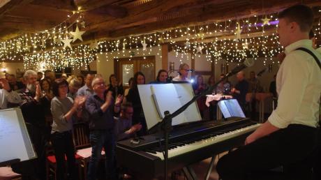 """Die Band """"Er, Du & Ich"""" brachte ihre Leidenschaft zu guter, handgemachter Unplugged-Musik mit Witz und Charme im Gasthof Munding auf die Bühne."""