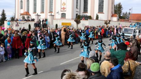 Der Auftritt der Faschingsgarde des KC Ballustika Balzhausen ist Jahr für Jahr ein Höhepunkt beim Umzug.