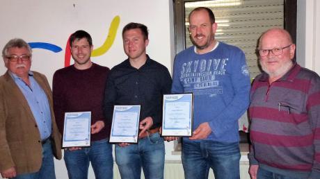 Die Geehrten der Veranstaltung: (von links) 2. Bürgermeister Franz Alstetter, Roland Aleiter, Thomas Gornig, Jürgen Olzmann, 1. Vorsitzender Leopold Müller.