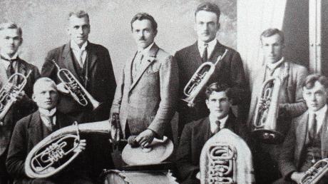 Die Musikvereine Nattenhausen und Ellzee feiern ihr 100-jähriges Bestehen. Das Foto zeigt die Nattenhauser Gründungskapelle 1919.