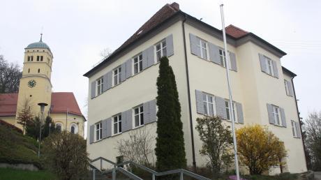 Der denkmalgeschützte Pfarrhof in Neuburg wird umfassend saniert. Die Kosten belaufen sich auf rund 590000 Euro.