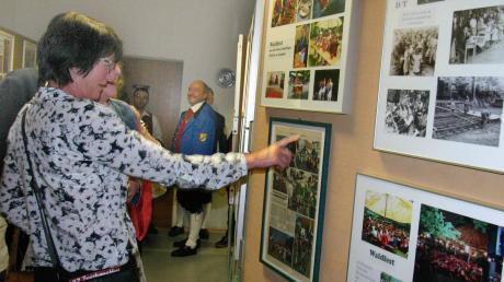 """Bereits beim Betreten des Vereinsheimes wurden die Gäste durch eine passende Dekoration auf 100 Jahre Musikverein Nattenhausen eingestimmt. Auch eine Fotoausstellung zum Thema """"100 Jahre Musikverein Nattenhausen"""" fand viel Anklang bei den Besuchern."""