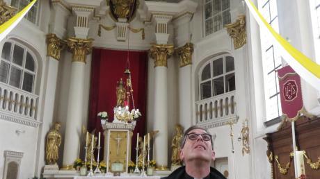 Dekan Klaus Bucher im Innenraum der Breitenthaler Kirche. Er freut sich, dass es mit der Renovierung wohl bald losgehen kann.