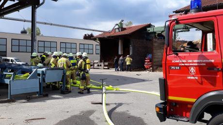 Durch einen technischen Defekt kam es im Ursberger Sägewerk zu einer Rauchentwicklung. Die betroffene Maschine wurde daraufhin durch die Feuerwehr kontrolliert. Ein Feuer war glücklicherweise nicht ausgebrochen.