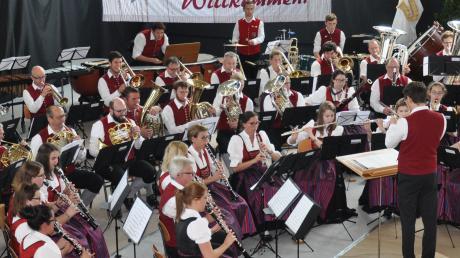 Unter Leitung von Lukas Weiss erwies sich die Musikkapelle Krumbach als punktstärkstes Orchester in der Höchststufe.  Foto: Claudia Bader