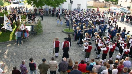 Mit dem Sternmarsch wurde das Bezirksmusifest feierlich eröffnet.