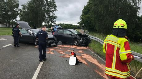 Ein Moment der Unaufmerksamkeit genügt: Beim Abbiegen des 20 Jahre alten Autofahrers prallten die beiden Fahrzeuge aufeiander. Dabei wurde eine Fahrerin, 32, verletzt.