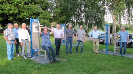 Der neue Bewegungspark in Münsterhausen im Bereich der Grundschule wurde bei einem Ortstermin von den Markgemeinderäten schon mal getestet.