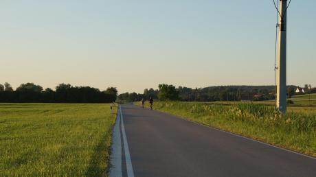 Bei einer Genehmigung würde sich westlich von Nordhofen westlich der Verbindungsstraße Deisenhausen-Oberbleichen ein 235 m langer und 160 m breiter Solarpark erstrecken.