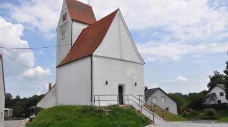 Der Außenbereich und der Treppenaufgang der Vituskapelle in Unterwiesenbach wurde im Rahmen der Dorferneuerung neu gestaltet.