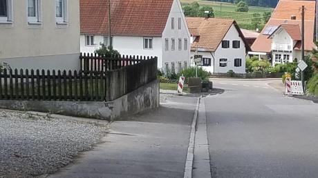 Im Waltenhauser Rat wurde jetzt wieder über das Thema Ortsumgehung debattiert. Unser Bild zeigt den Verlauf der nur fünf Meter schmalen Weiler Straße im Bereich des Ortes.