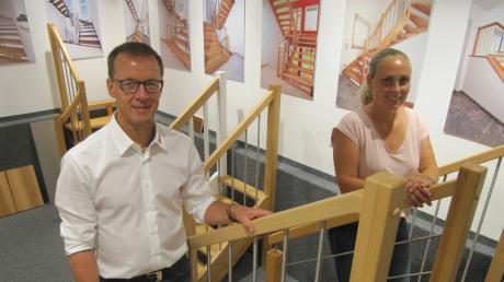 Steigen die Treppen in ihrem Waltenhauser Studio hinauf, in denen sie zwei Dutzend Typen präsentieren: Die Inhaber Harald und Birgit Specker.