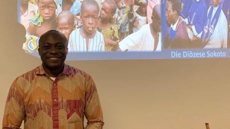 Pfarrer Victor Mordi aus Nigeria hat in Breitenthal die Urlaubsvertretung für Dekan KIaus Bucher übernommen.