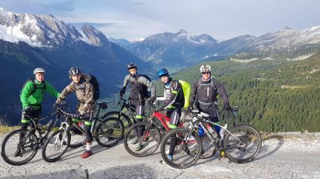 Die Mountainbiker des Krumbacher Simpert-Kraemer-Gymnasiums sind derzeit auf der italienischen Alpensüdseite unterwegs.