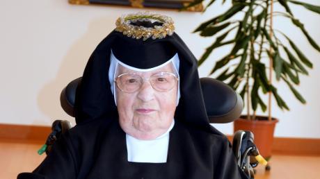 Seit vielen Jahrzehnten steht sie auf eine besondere Weise im Dienst des Glaubens: Schwester Hildemar von der St. Josefskongregation konnte jetzt in Ursberg ihr 75-jähriges Profess-Jubiläum feiern.