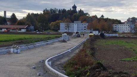 Dank günstiger Witterungsverhältnisse sind die Erschließungsmaßnahmen beim Gewerbegebiet im Norden von Ursberg gut vorangekommen.