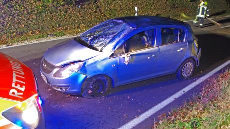 Überschlagen hat sich ein Pkw am Montagabend auf der B 300 bei Krumbach. Die Fahrerin wurde leicht verletzt.