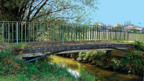 Seit Längerem ist die Zusambrücke für Fußgänger und Radler in Memmenhausen ein Problemfall. Nun wurden im Gemeinderat die Weichen für eine kostengünstige Sanierung gestellt.