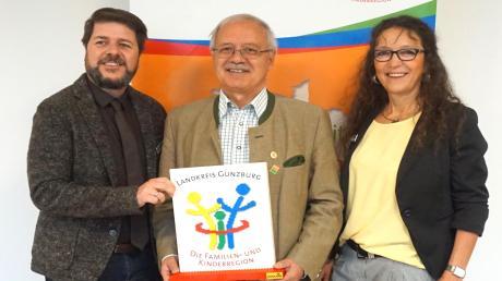 Wollen die Leitbildentwicklung des Landkreises Günzburg vorantreiben (von links): Meinrad Gackowski, Landrat Hubert Hafner und Ariane Zischak.