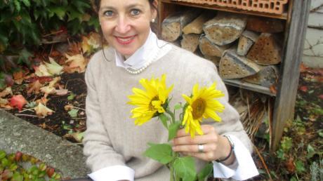 Heike Neher, Leiterin der Grundschule Niederraunau, liebt Sonnenblumen.