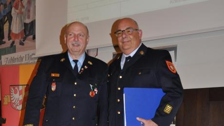Als Nachfolger von Robert Spiller (links) wird künftig Stefan Müller aus Dürrlauingen als Kreisbrandrat die Führung des Kreisfeuerwehrverbandes Günzburg übernehmen.