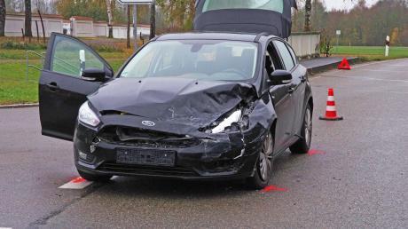 Wegen Missachten der Vorfahrt krachte es bei Ursberg am Samstag. Beim Unfall wurde eine Frau verletzt und es entstand 10000 Euro Sachschaden.
