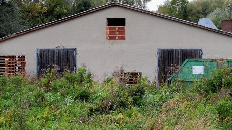 Ein Balzhauser will dieses derzeit mit alten Gebäuden bebaute Areal einer neuen Nutzung zuführen. Dazu braucht er einen Bebauungsplan, den Architekt Glogger kürzlich im Gemeinderat vorstellte.