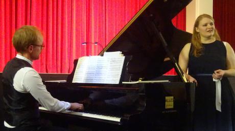 Sopranistin Susanne Müller und Pianist Markus Kreul widmeten sich im Ringeisensaal in Ursberg der Liebe und der virtuosen Musik von Clara und Robert Schumann.