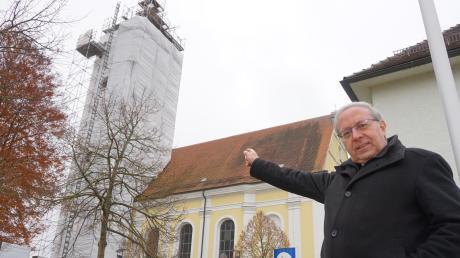 Wallfahrtsdirektor Erwin Reichart wacht über die 2,7 Millionen Euro teure Generalsanierung von Maria Vesperbild. Gerade wird der Kirchturm renoviert. Das berühmte Gotteshaus mit etwa 400.000 Pilgern im Jahr soll Mitte August 2021 in neuem Glanz erstrahlen.