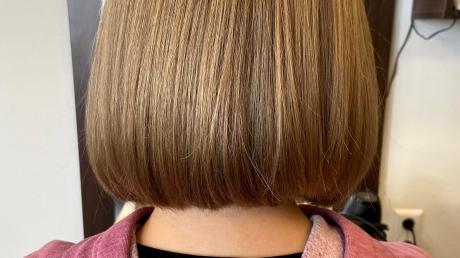 Melina aus Burtenbach lässt ihr Haar im hat sich von ihren langen Haaren getrennt und dafür einen schicken Bob bekommen.