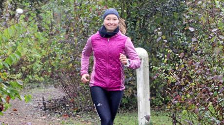 Auch im Winter macht die Augsburger Sportstudentin Rebecca Schorer sehr viel Sport – egal, wie das Wetter gerade so ist. Bei ihrem Training wechselt sie verschiedene Disziplinen ab. Einen Tag, an dem die Triathletin keinen Sport macht, gibt es bei ihr fast nicht. Das harte Training zahlt sich spätestens im Sommer aus.
