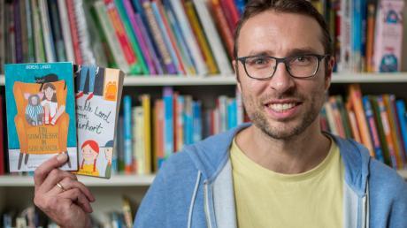 Im heimischen Bücherregal haben auch die zwei bereits erhältlichen Kinderbücher von Andreas Langer noch ein Plätzchen gefunden. Der erste Band einer neuen Abenteuerreihe erscheint 2021 bei einem der führenden deutschen Kinder- und Jugendbuchverlage.