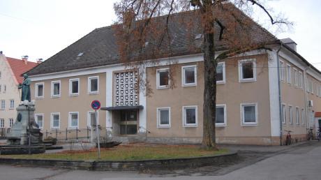 Das ehemalige Rathaus der Stadt Thannhausen: Soll es abgerissen oder saniert werden? Die Entscheidung darüber wurde auf Januar vertagt.