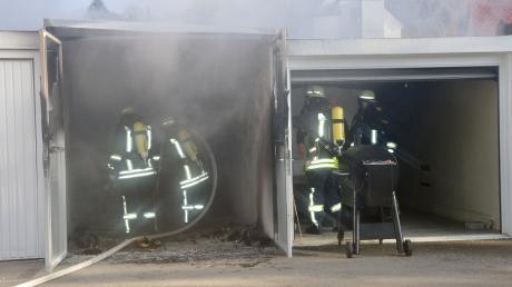 Bei einem Garagenbrand in der Thannhauser Christoph-von-Schmid-Straße entstand ein Schaden von rund 10.000 Euro.