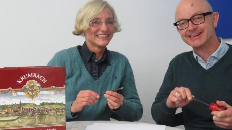 Bilder von Krumbach zeichnen: Bei ihrer Aktion wird die aus Krumbach stammende Doris Graf von ihrem Bruder Tobias Ehrmann unterstützt.