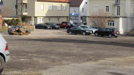 Auf das Doppelte erweitert wurde der öffentliche Parkplatz auf dem ehemaligen Betriebsgelände des Bauunternehmens Kling (heute Eco) westlich der Bahnhofstraße in Krumbach. Künftig können dort rund 80 Autos abgestellt werden.