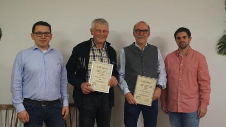 Der FC Ebershausen ernannte zwei verdiente Sportler zu Ehrenmitgliedern. Auf dem Foto von links: Vorstand Martin Keppeler, Albert Schregle, Georg Birkner und der Vorstand Finanzen Markus Singer.