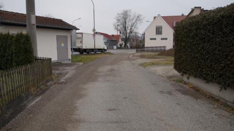 Der Einmündungsbereich der Anton-Nagenrauft-Straße wird nach der Kanalsanierung neu gestaltet.