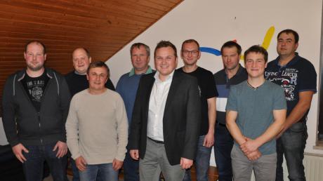 Die Kandidaten der Liste Freie Wählergruppe Wiesenbach für den Gemeinderat Wiesenbach (von links): Thomas Aleiter (Maschinen Anlagenführer), Mario Renz (technische Aufsichtsperson), Stefan Schnitzler (Sozialpädagoge B.A.), Herbert Bader (Maurer), Gilbert Edelmann (Diplom Kaufmann und Bürgermeisterkandidat), Christian Bader (Metallbauer), Markus Schneider (Landwirt), Robert Haller (Landwirt) und Wolfgang Negele (Mechaniker).