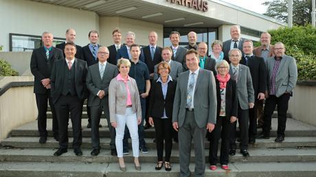 Rückblende in den Mai 2014: Unser Bild zeigt den damals neu gewählten Stadtrat vor der Auftaktsitzung. Rechts Peter Tschochohei (SPD). In wenigen Wochen wird der Stadtrat neu gewählt. Mit Hubert Fischer (Amtsinhaber seit 2008), 2. Bürgermeister Gerhard Weiß (CSU) und Angelika Hosser (Grüne) gibt es drei Bürgermeisterkandidaten.