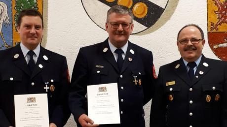 Ehrungen bei der Feuerwehr Waltenhausen: (von links) Martin Schuster, 25 Jahre Mitglied, Günter Schneider, 40 Jahre Mitglied, und Kreisbrandmeister Franz Durm.