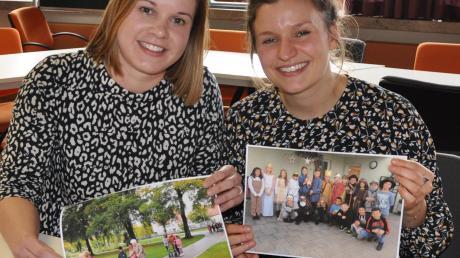 """Die Organisatorinnen Theresa Pilz (links) und Sarah Wehrmann mit Bildern ihrer Aktionen zum Projekt """"Begegnung der Generationen""""."""