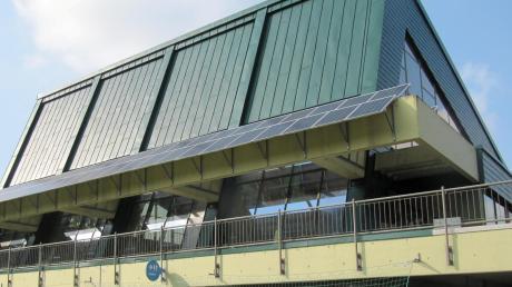 Seit vielen Jahren wird in Krumbach über die Zukunft des Sportzentrums (im Bild das Hallenbad) diskutiert.
