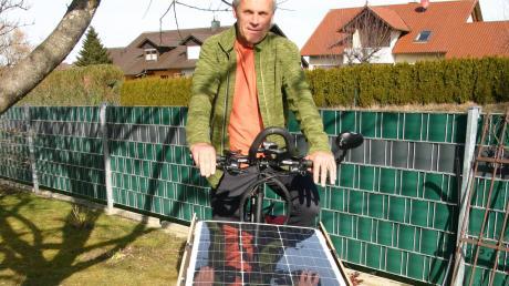Der 57-jährige Raimund Kraus aus Ziemetshausen hat auf seinem Fahrrad eine Fotovoltaikanlage installiert.