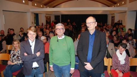 Im voll besetzten Pfarrsaal diskutierten die drei Bürgermeisterkandidaten von Thannhausen (von links) Alois Held, Peter Schoblocher und Carsten Pothmann.