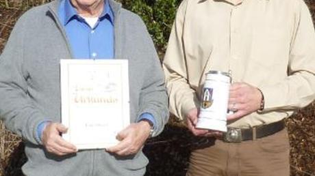 Jubilar Franz Drexel (links) und Thorsten Sandkuhl, Vorsitzender der Thannhauser Kameradschaft ehemaliger Soldaten.