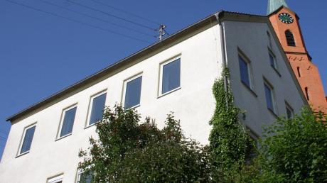Das ehemalige Wattenweiler Schulhaus wird künftig zu Wohnzwecken genutzt und entsprechend saniert.