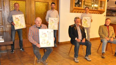 Ehrung für die ausscheidenden Ratsmitglieder: (sitzend von links) Albert Lidel, der scheidende Bürgermeister Karl Weiß und sein Nachfolger Alois Rampp sowie (stehend von links) Manfred Stiegeler, Josef Schuster, Robert Haider.
