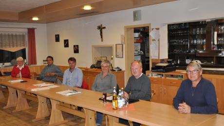 Dem Gemeinderat Breitenthal gehören in der neuen Amtsperiode nicht mehr an: (im Bild von rechts) Rainer Stohr, 24 Jahre; Wolfgang Lindermüller, 12 J.; Margit Jakob, 6 J.; Wolfgang Burkhard, 6 J.; Siegfried Knoll, 6 J.; daneben Bürgermeisterin Gabriele Wohlhöfler.